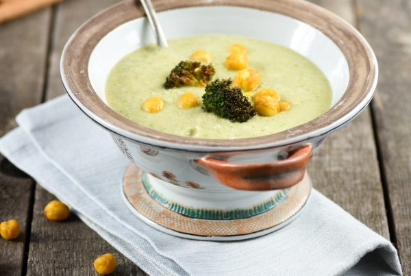 Broccoli soup with chickpeas